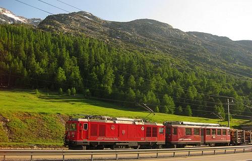 trenino rosso bernina paesaggio
